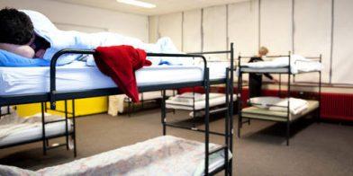 Dakloos zijn of te vaak verhuizen en de schoolprestaties van een kind