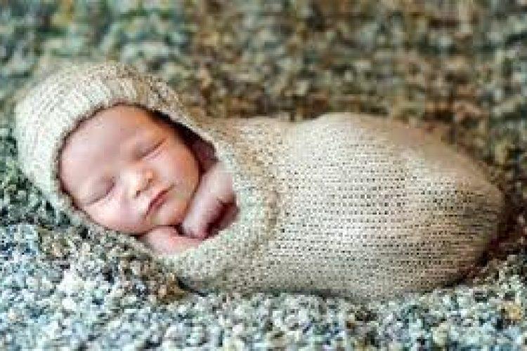 Een babybedje: waar moet je op letten.