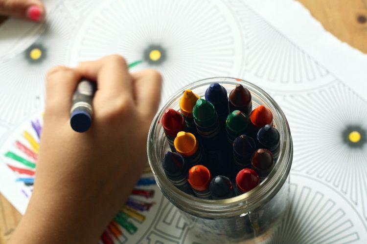 Kinderen leren samen spelen in 5 stappen