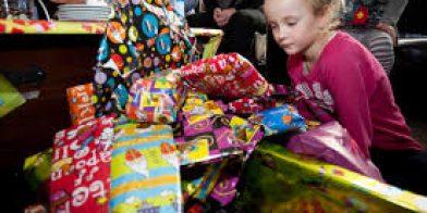Waarom kopen we zoveel Sinterklaas cadeautjes