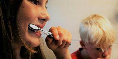 Hoe stimuleer ik mijn kind zijn tanden beter te poetsen?