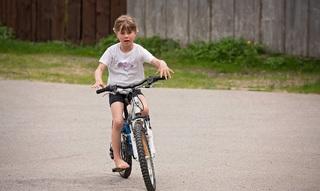 Wanneer mag je kind alleen naar school fietsen ?