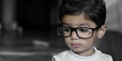 Mijn peuter van drie krijgt een bril