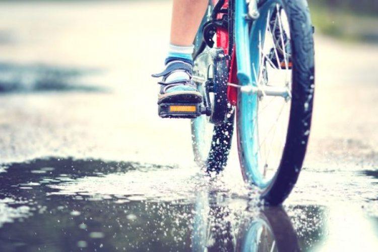 De peuters, het fietsje en de val