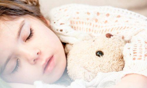 plast je kind in bed s nachts? Wat te doen?