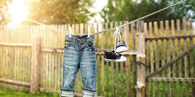 Vrolijke meisjes schoenen voor in de zomer